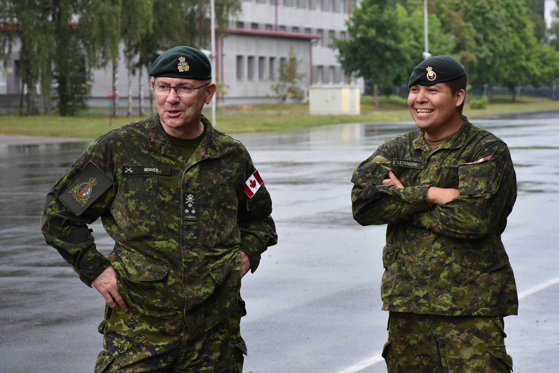 LGen Stephen Bowes, commanding officer of Canadian Joint Operations Command, visited the CAF members deployed as part of Operation REASSURANCE's enhanced Forward Presence Battle Group (eFP BG)Latvia in August 2017. (mcpl gerald cormier, efp bg latvia public affairs)