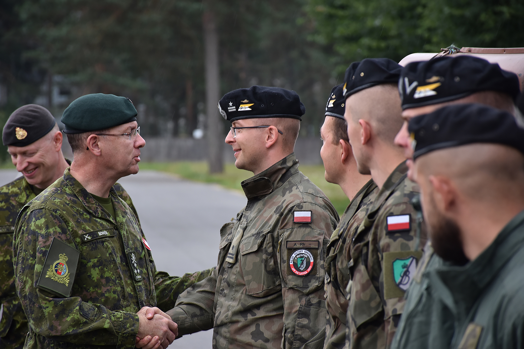During his visit to the eFP BG in Latvia last August, LGen Stephen Bowes spoke with our members of the allied NATO mission, including soldiers of the Polish armed forces