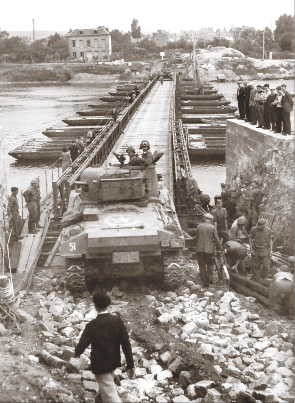 Sherman tanks of 4th Canadian Armoured Division cross the Seine via a pontoon bridge at Elbeuf. (donald i. grant, pa–  113660  )