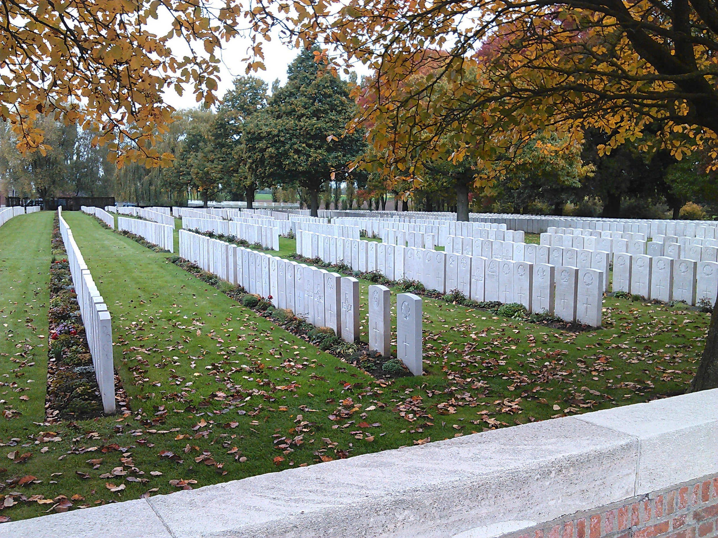 : Lijssenthoek, the second largest Commonwealth War Graves Commission cemetery in Belgium after Tyne Cot, contains 9,901 Commonwealth burials of the First World War, 24 being unidentified. Of these, 1,058 are Canadian, with the majority falling between April and November 1916.