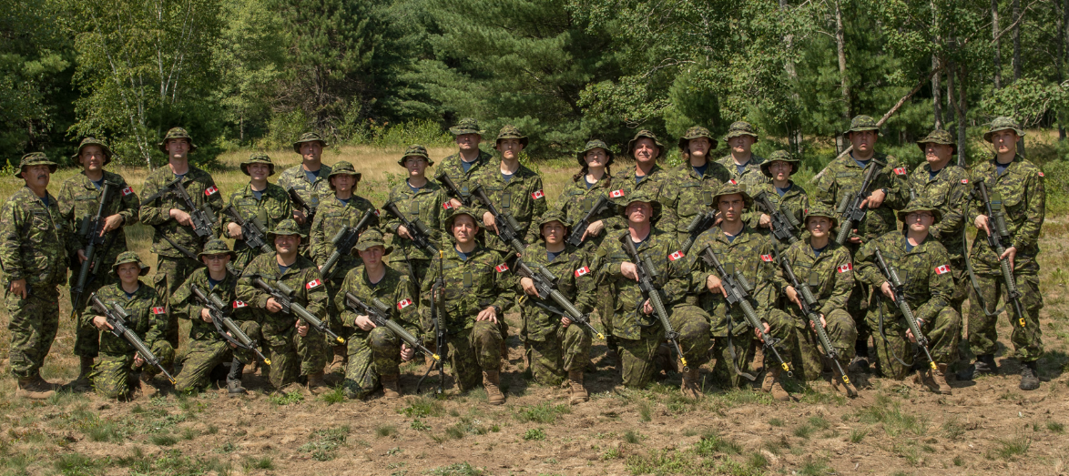Staff and students take a break from field training for a group photo during the Royal Canadian Air Force Reserve Basic Military Qualification Course 0283, which was conducted at the 5th Canadian Division Training Centre Detachment Aldershot from May 31 to August 10, 2018. PHOTO: Corporal Crystal Roche, GD09-2018-0474-129