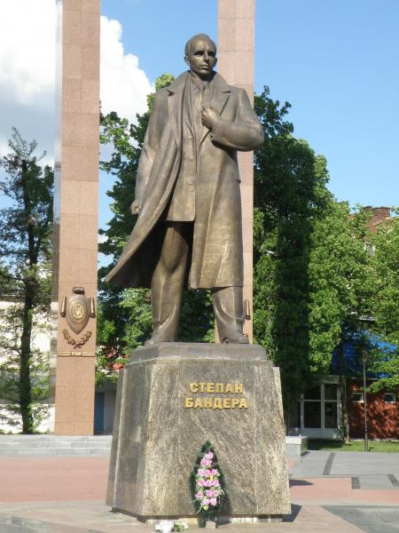 http://wikimapia.org/5634593/Stepan-Bandera-Monument