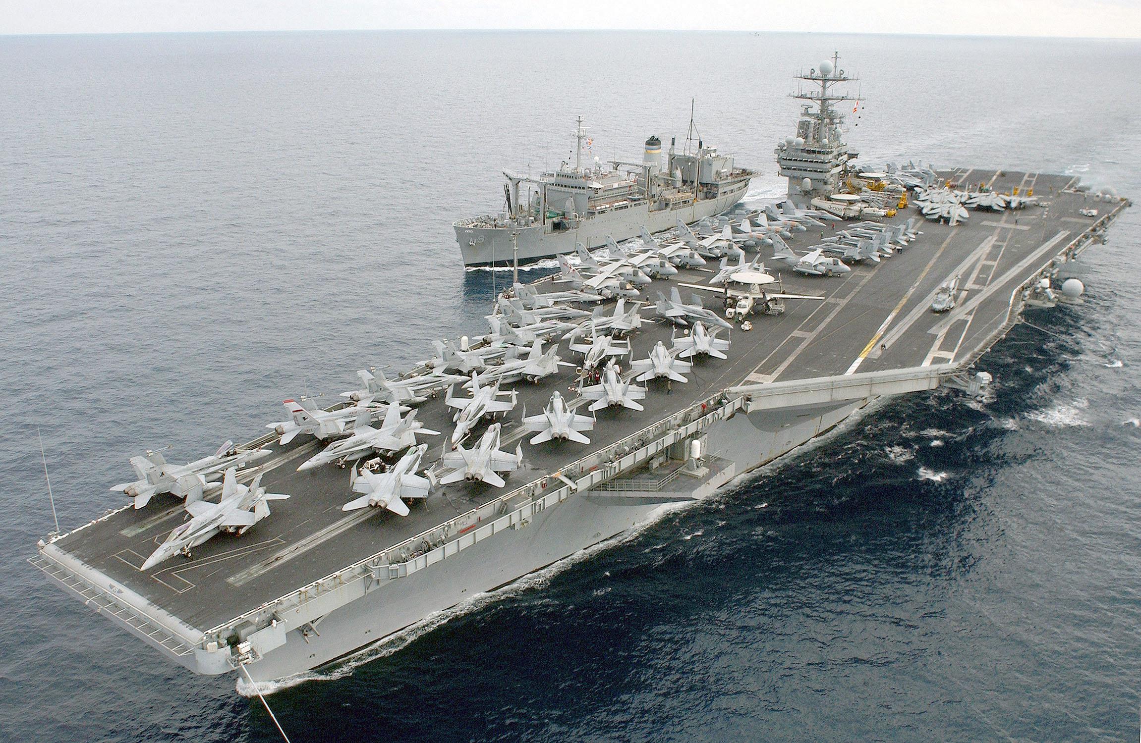 US_Navy_030117-N-9851B-027_The_Military_Sealift_Command_ship_USNS_Spica_(T-AFS_9).jpg