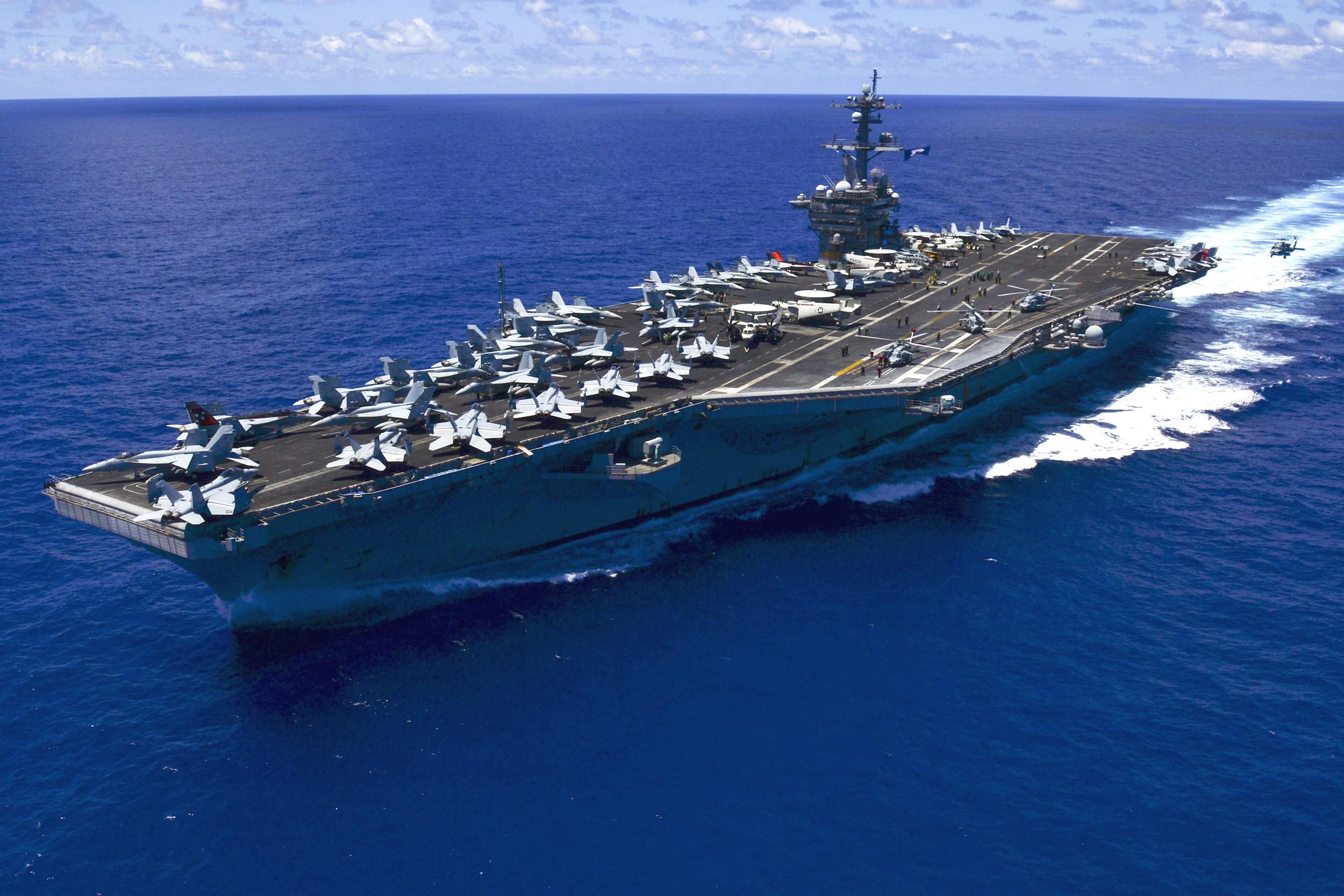 USS_Carl_Vinson_(CVN-70)_.JPG