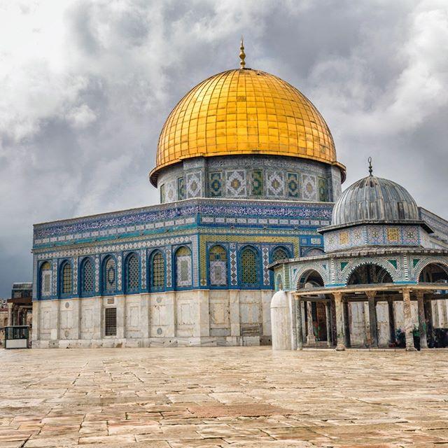 "A UNESCO World Heritage Site, it has been called ""Jerusalem's most recognizable landmark"" #israel#jerusalem#domeoftherock#religion#islam#master_gallery#ig_shotz_travel#ig_shotz#ourplanetdaily#awesome_photographers#master_gallery#ourplanetdaily#ig_worldclub#phototag_it#igglobalclub#thebest_capture#fantastic_earth#discoverglobe#wonderful_places#earthvacations#awesome_photographers#big_shotz#colors_of_the_day#landscapephotography#landscape#traveladdict#כיפתהסלע"