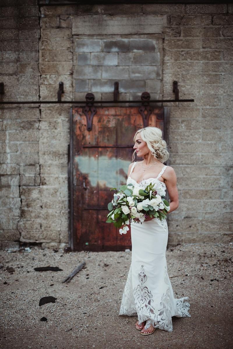 loose organic bridal bouquet, studio fleurette, urban minneapolis wedding, urban wedding decor, aria minneapolis.jpg