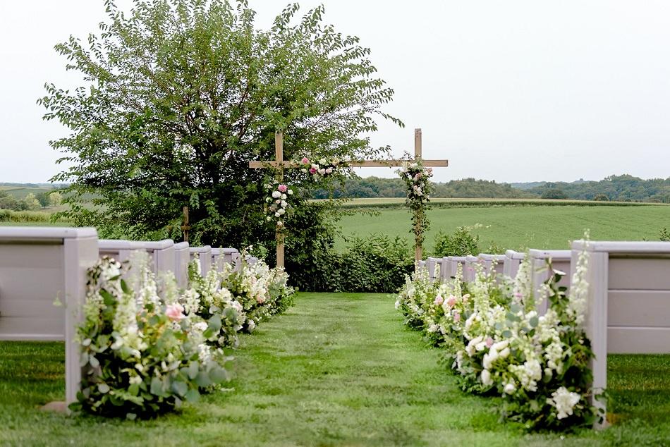 legacy hill farm wedding, studio fleurette, wedding aisle flowers, mn farm wedding.jpg