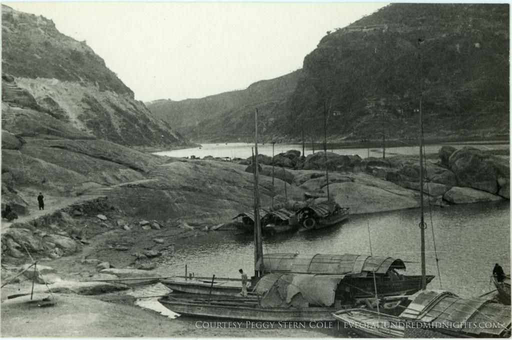 Boats and path in Yangtze gorge.jpg