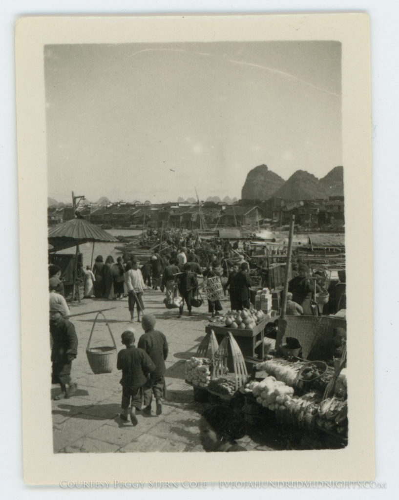 Guelin Port Crowd and Market Scene.jpg
