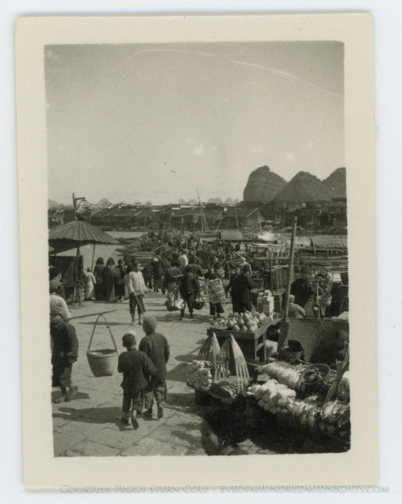 Guelin Port Crowd and Market Scene.jpg