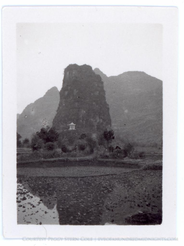 Temple in Hill in Guangxi.jpg