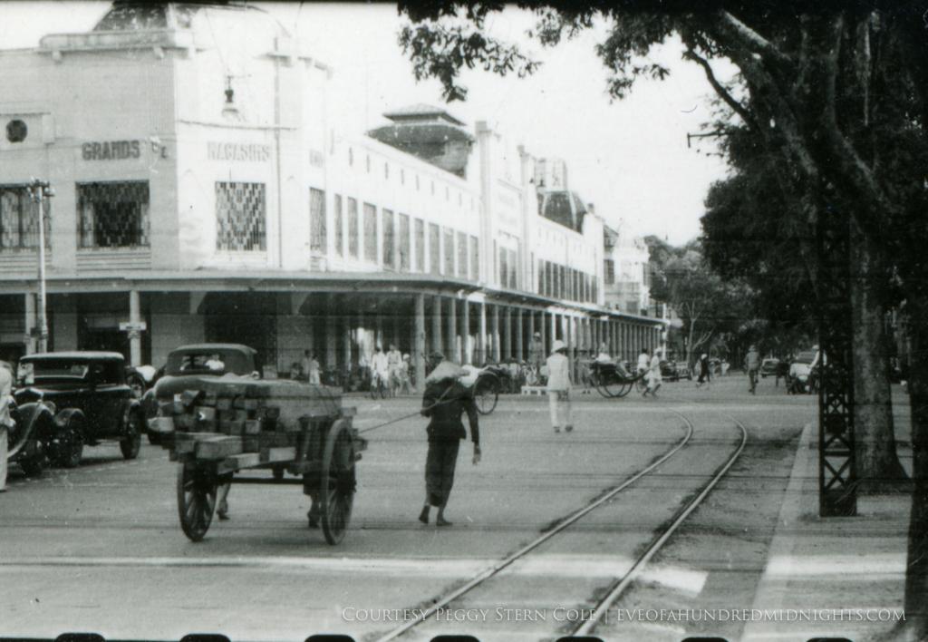 Street scene in front of grands magasins reunis hanoi.jpg
