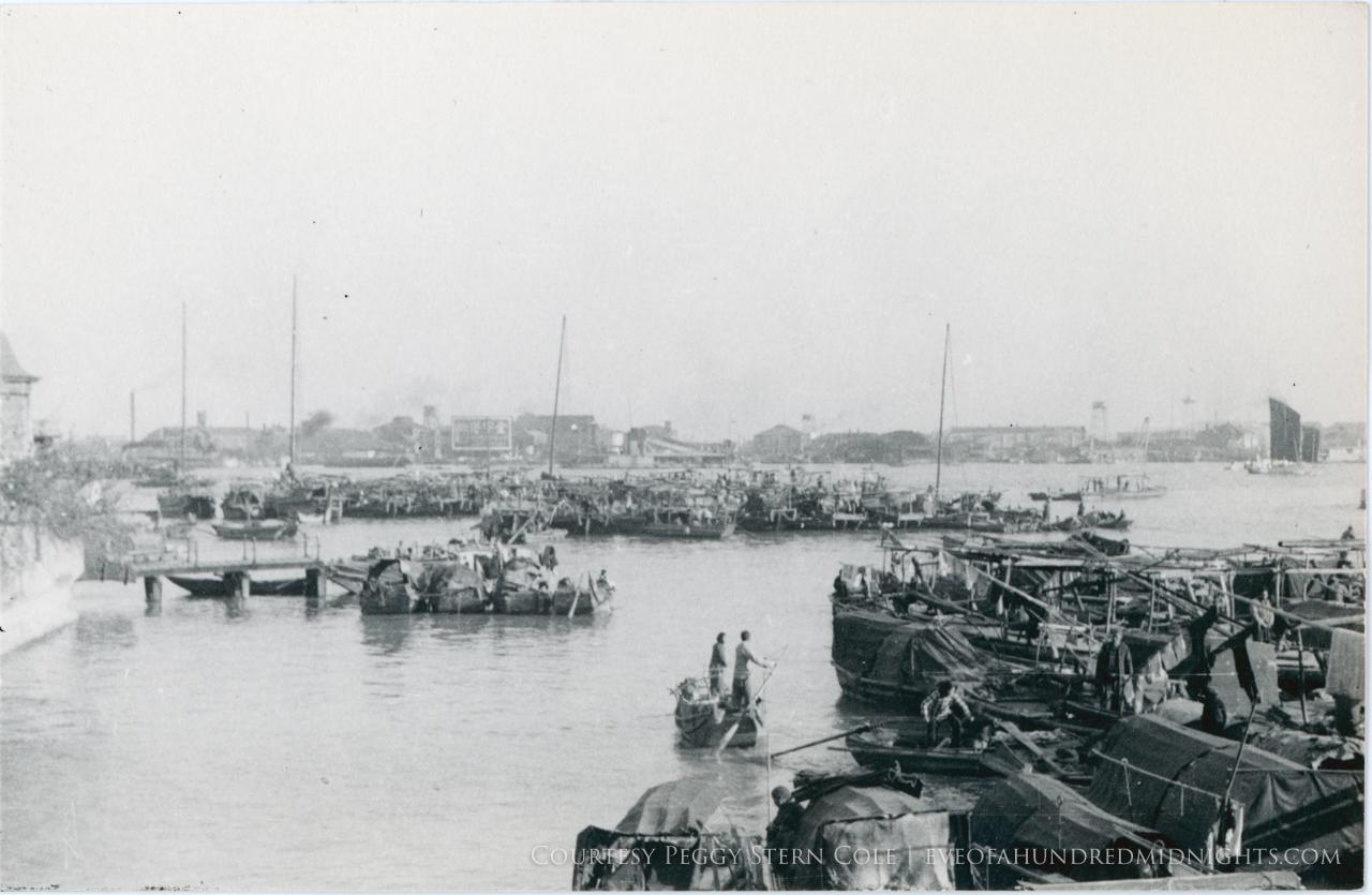 Boats in Guangzhou Harbor.jpg