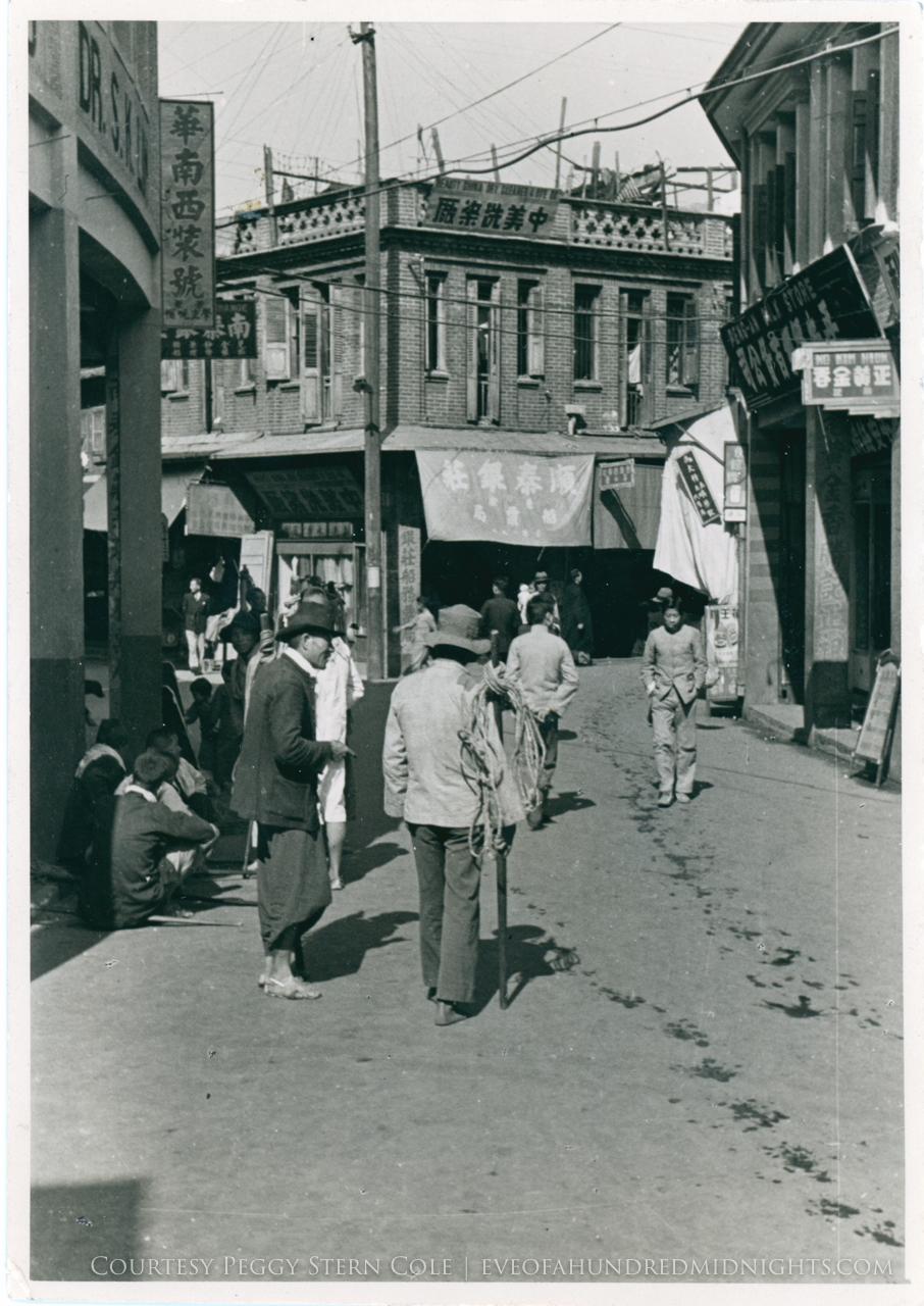Street Scene in Kulangsu [Front].jpg