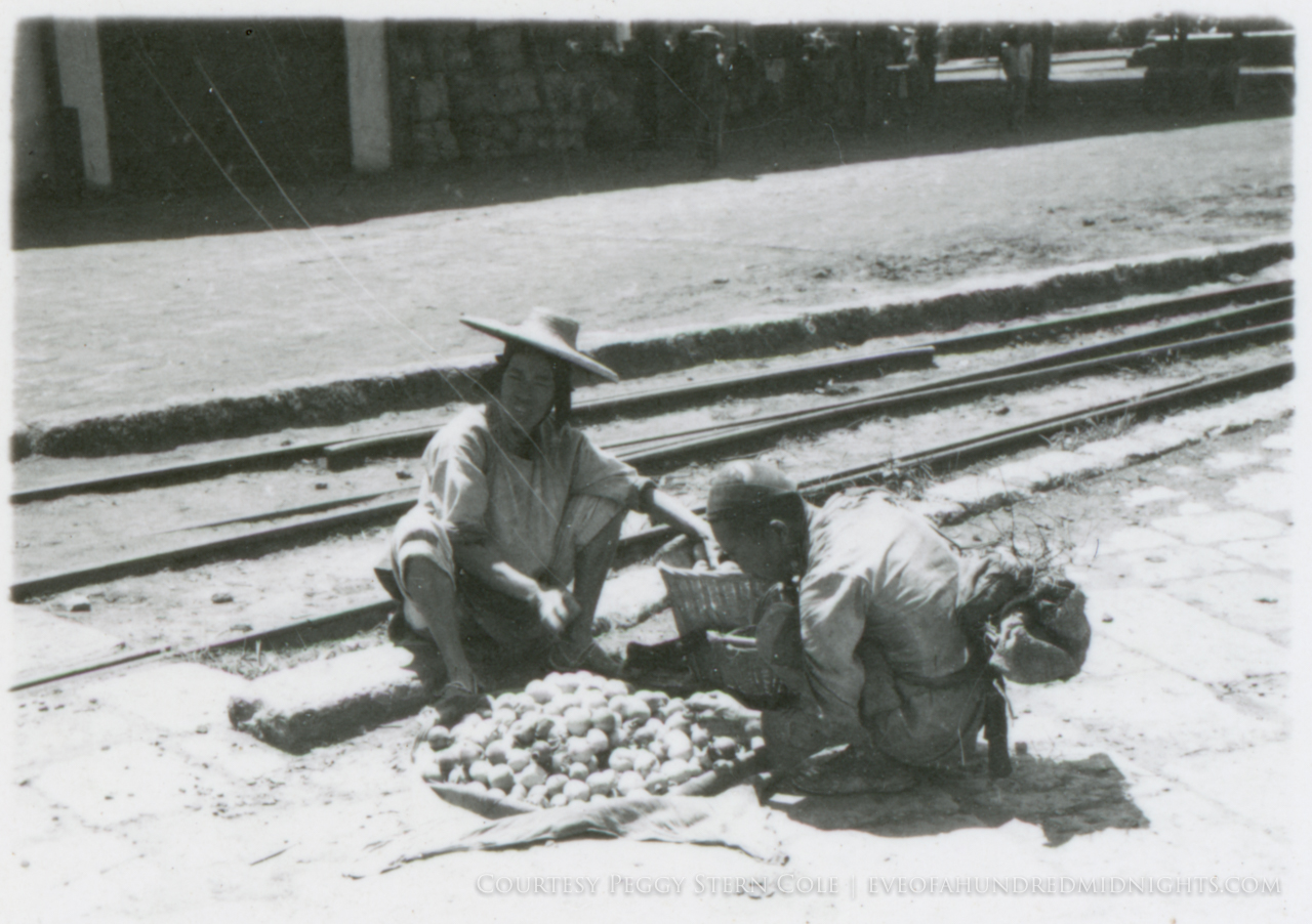 Fruit vendors on Yunnan Train Platform.jpg
