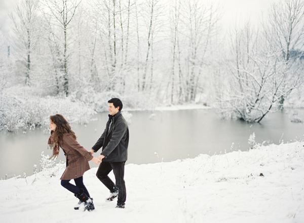 snowy-riverbank-engagement-photos-1.jpg