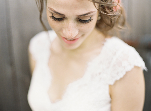 lace-outdoor-wedding-dress.png