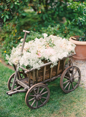 carnation-outdoor-wedding-ideas.png
