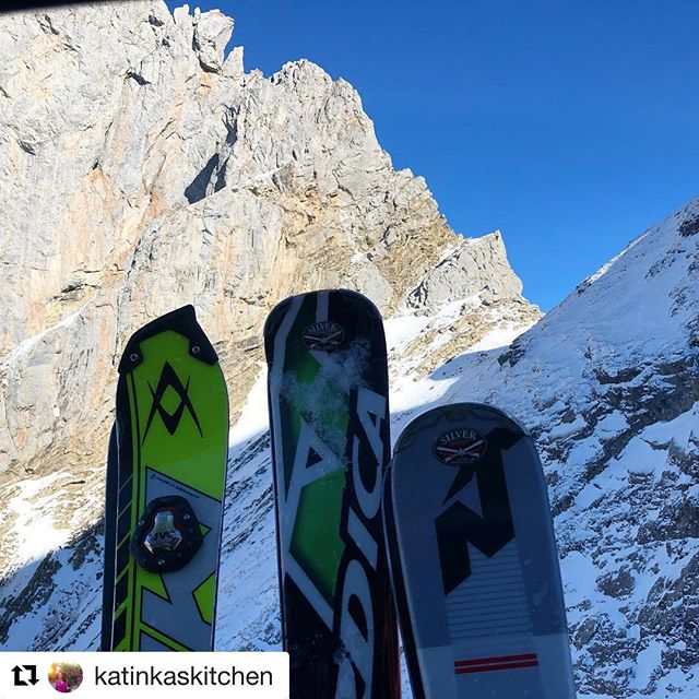 #Repost @katinkaskitchen with @get_repost ・・・ Down the slopes -and up with the lift alongside steep rocks #skiing #gstaad #thealps #cablecar #rougemont #switzerland