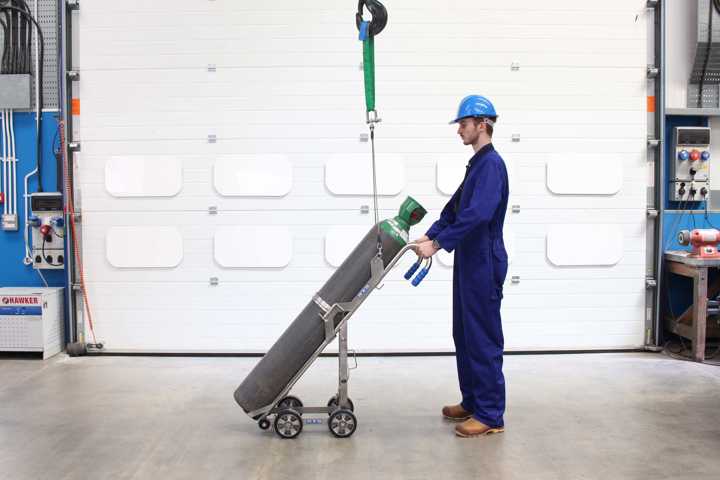 CTS02 - Gas Cylinder Trolley with Lifting Hoist (3).JPG
