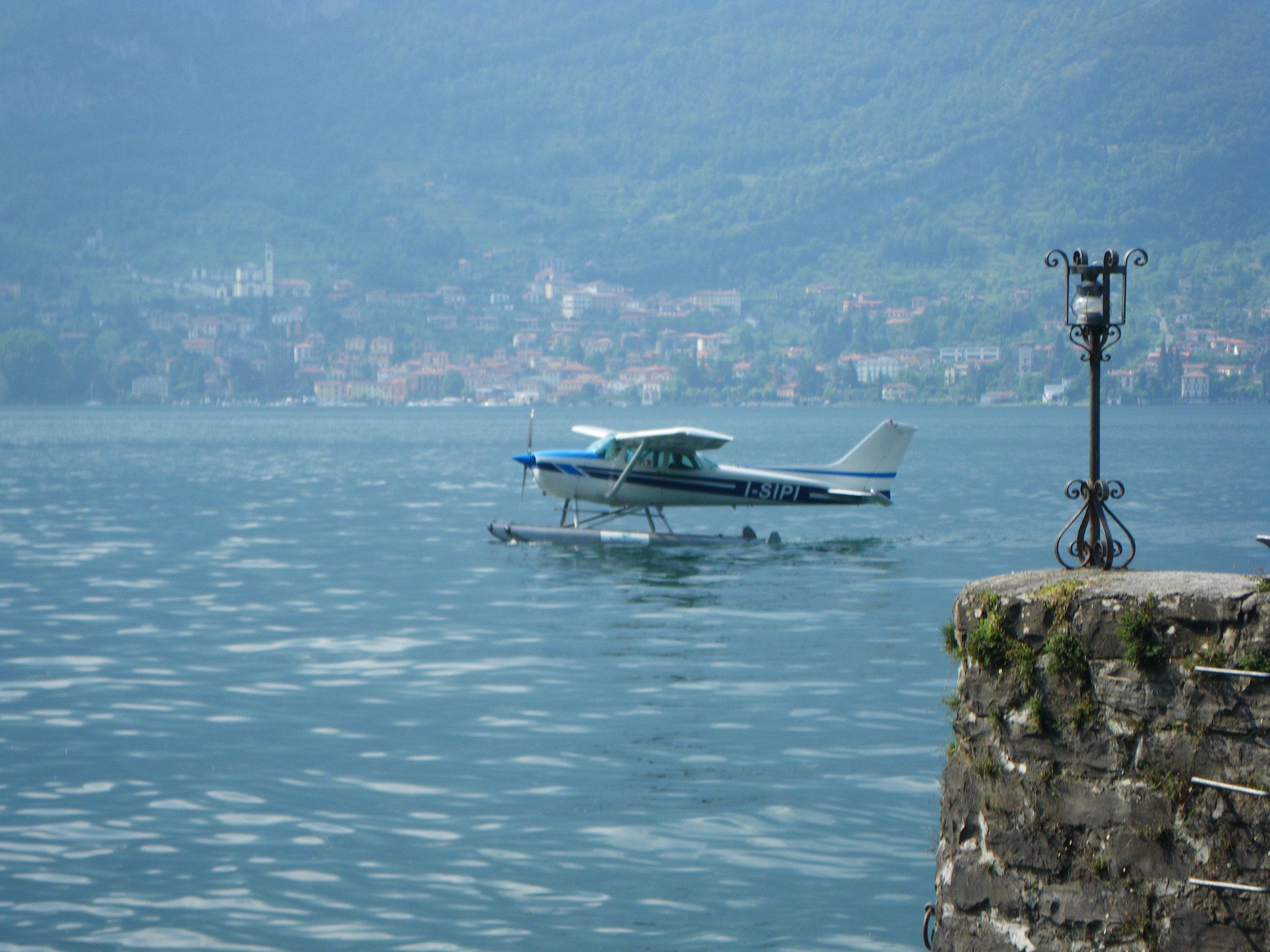 Private seaplane transfers are sometimes available through http://www.aeroclubcomo.com/