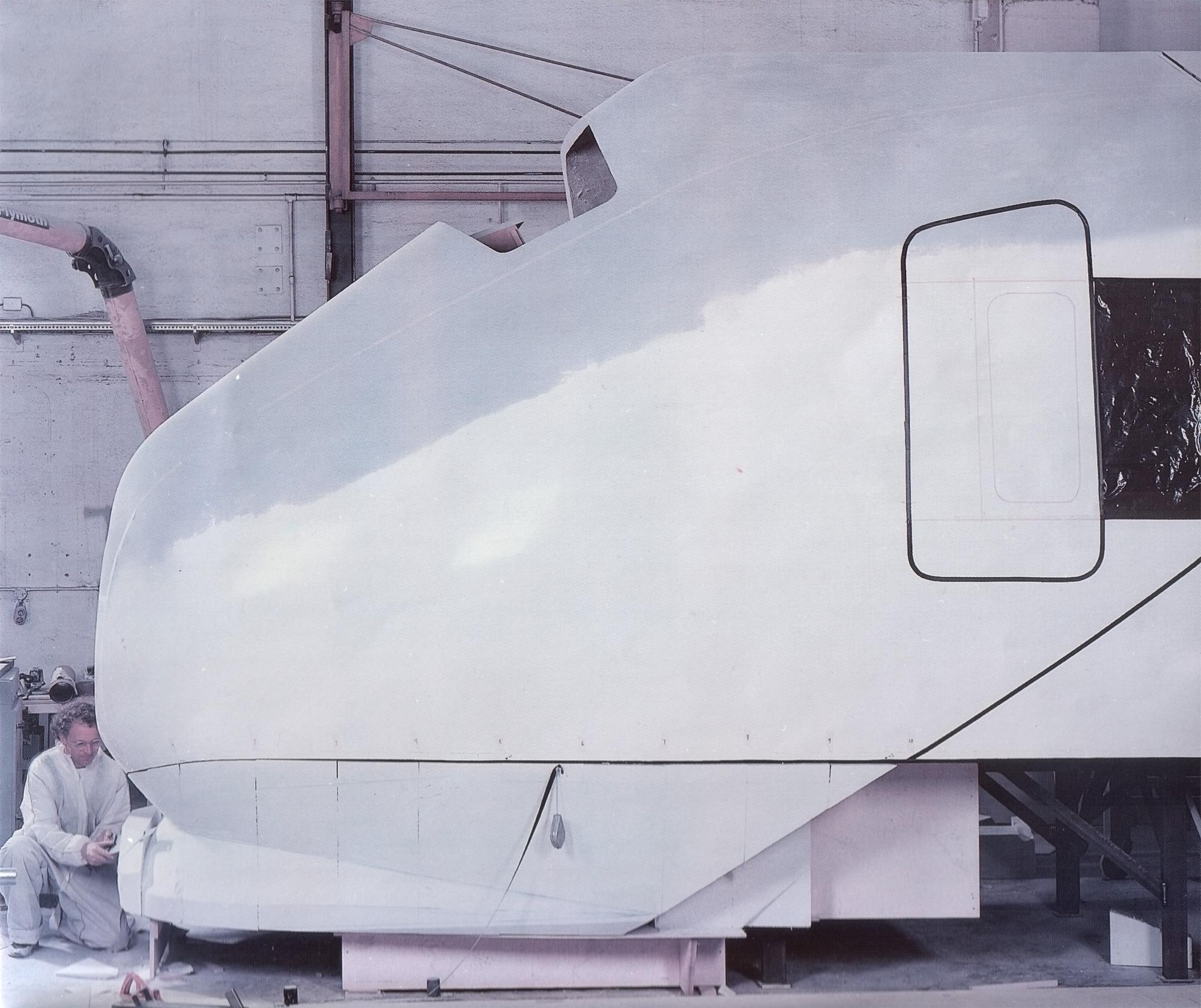 Flytoget 1:1,front,design:Terje Meyer