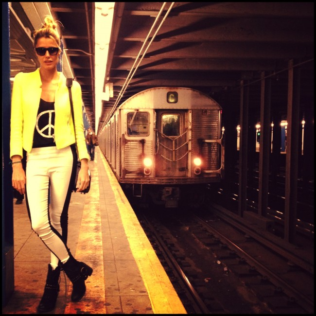 When you can't find a cab in NYC on a rainy day that's the only way! Blazer ZARA, t-shirt BRANDY and pants RAG&BONE.