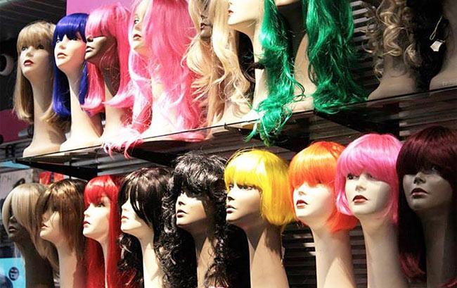 http://gothren.com/about-the-store/ Eles oferecem make tambem! They also have Makeup (: