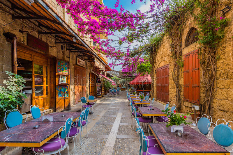 restaurants-old-souk-byblos-jbeil-lebanon-middle-east-96829497.jpg