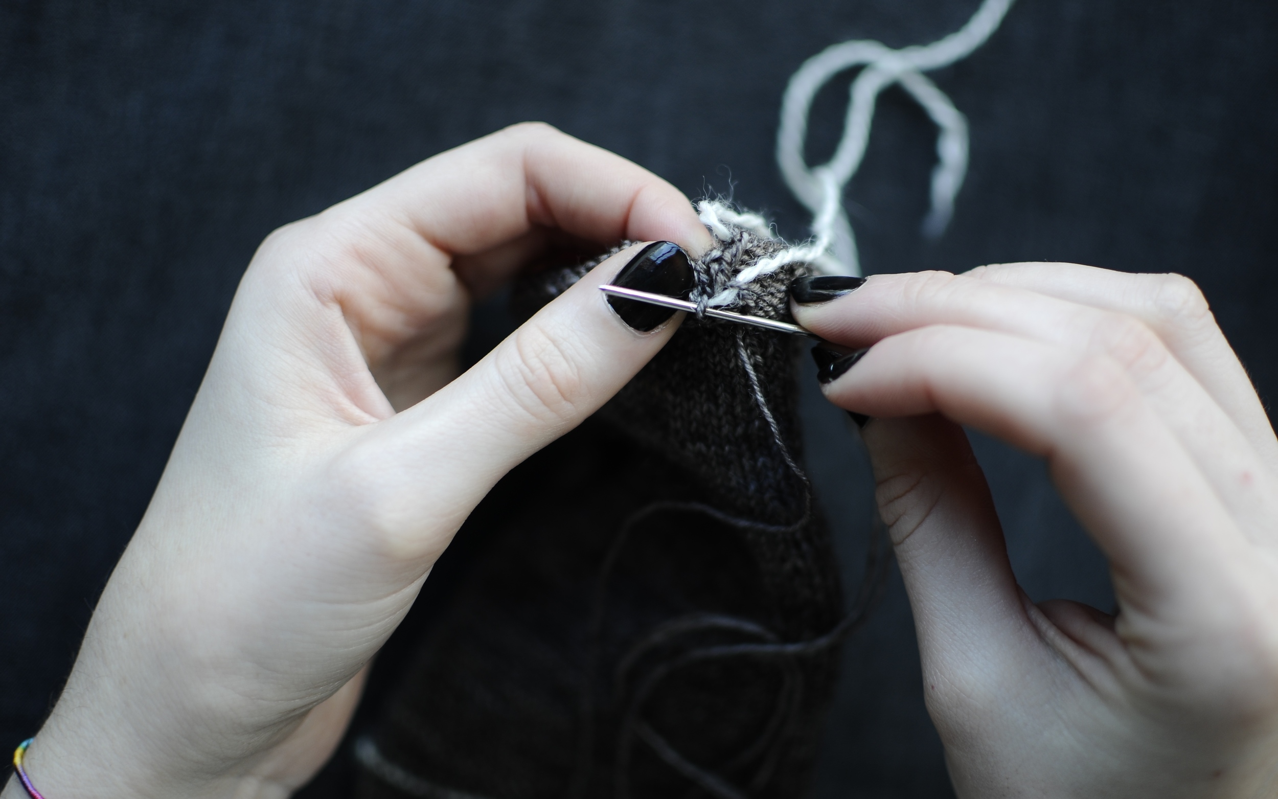 7. Insert the darning needle into the next live stitch, always as if to purl.