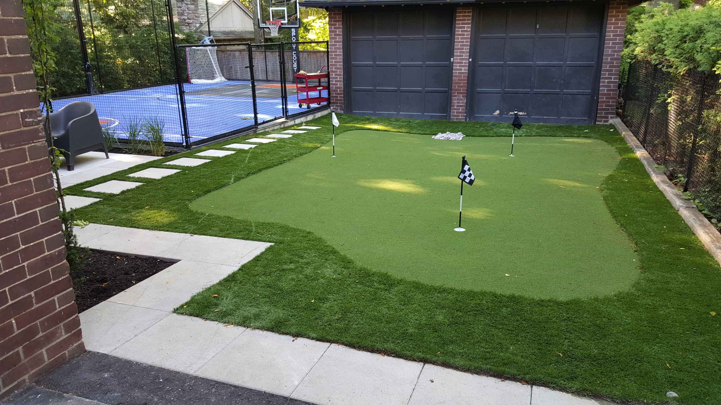practice putting green back yard