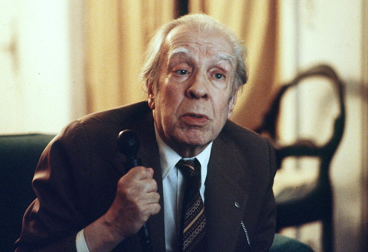 Argentina's writer Jorge Luis Borges talks in his Buenos Aires apartment on Nov. 20, 1981 (AP)
