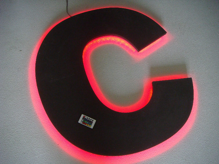 Leuchtreklame_Buchstaben_CNC_Fraesen_SMD_LED_Beleuchtung_Werbung_2.jpg