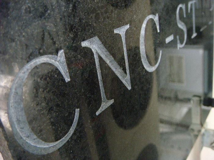 Granit_CNC_fraesen_Grabsteine_gravieren_Steinmetz_3.jpg