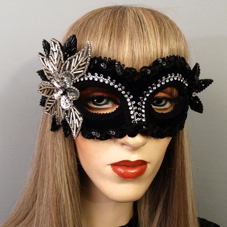 aria-masquerade-mask