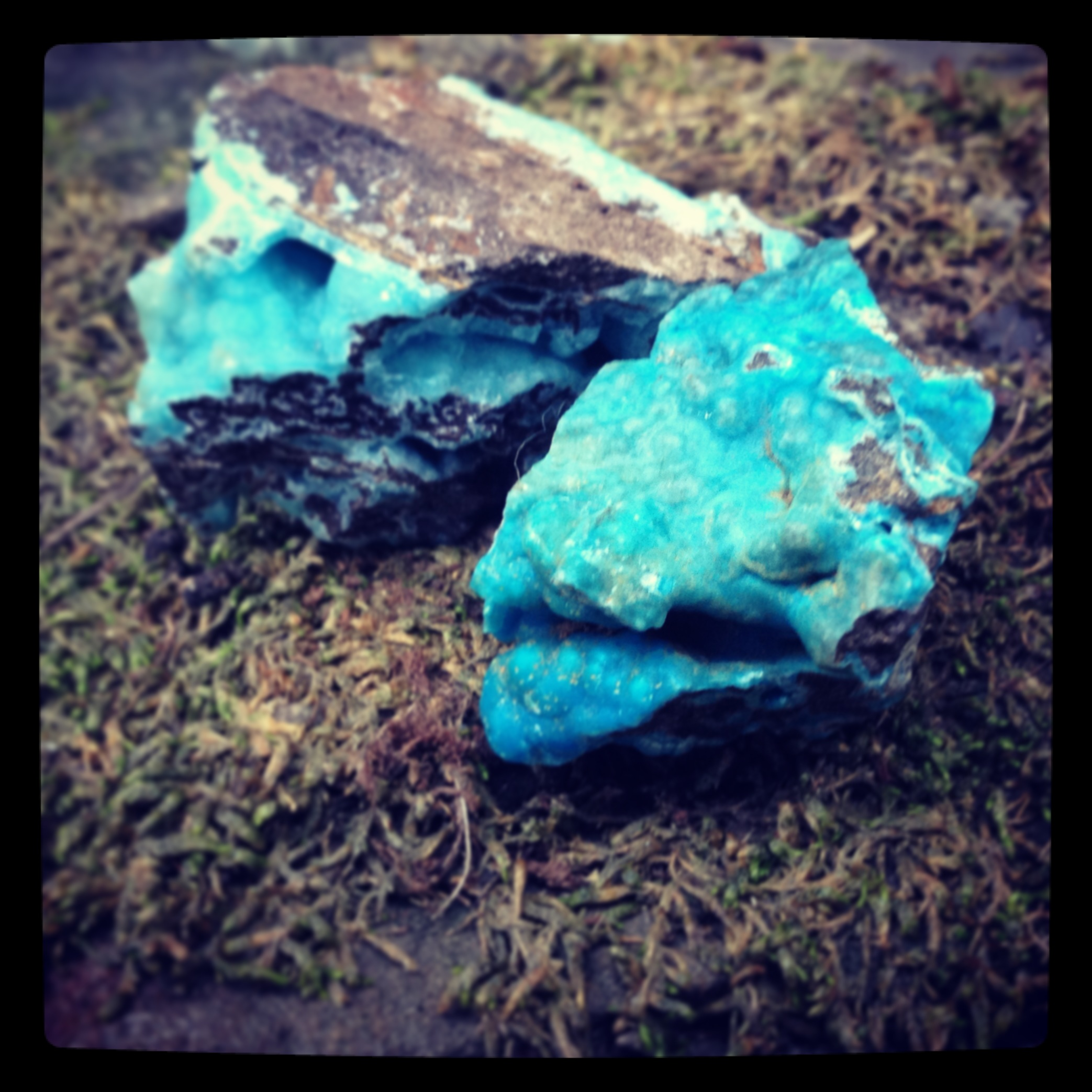 The vibrant blue color of this hemimorphite resonates with the throat chakra, as well as the heart and third eye. Hemimorphite comes in whites, which work on the higher chakras, crown-soul star, and brown, which works well with communication with Elementals and Nature.