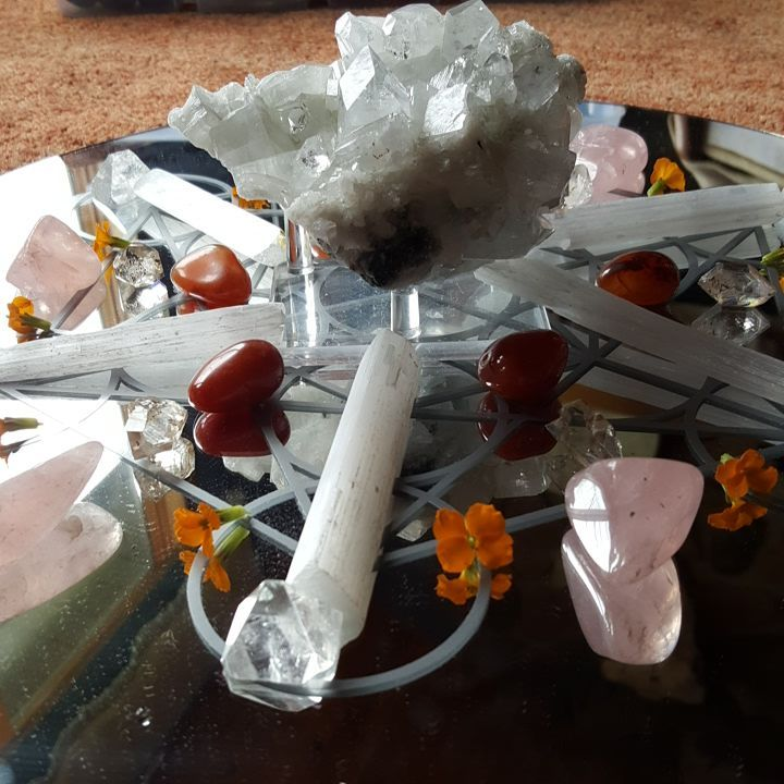 Romantic Relationship Healing grid for clarity, sexual intimacy and emotional intimacy with Apophyllite, Carnelian, Rose Quartz and Selenite. View 1