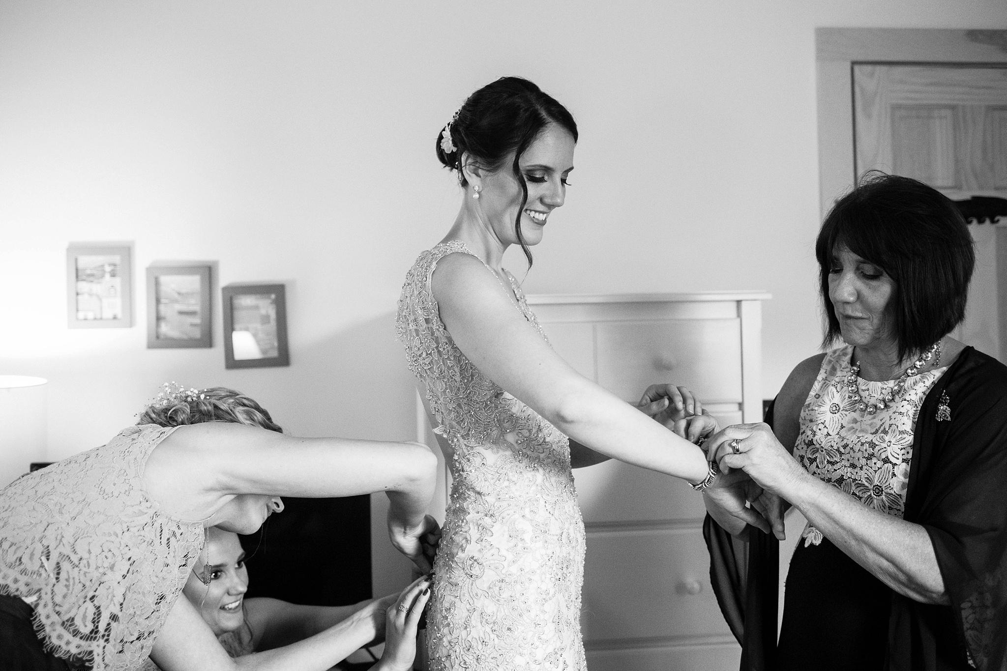bride getting ready pl