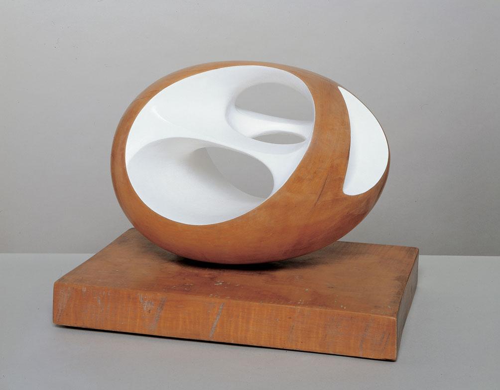 Barbara Hepworth  Oval Sculpture  1943 © Hepworth