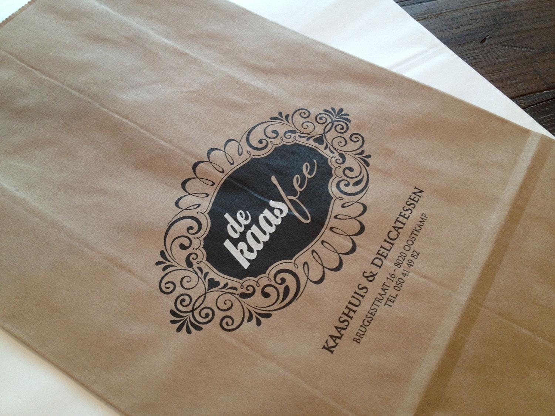 old fashion bruine bags (black & white)