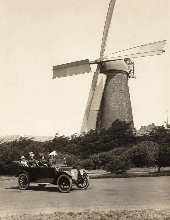 The First Day of Spring in Golden Gate Park, 1915. Photographer unknown. Courtesy of The Society of California Pioneers