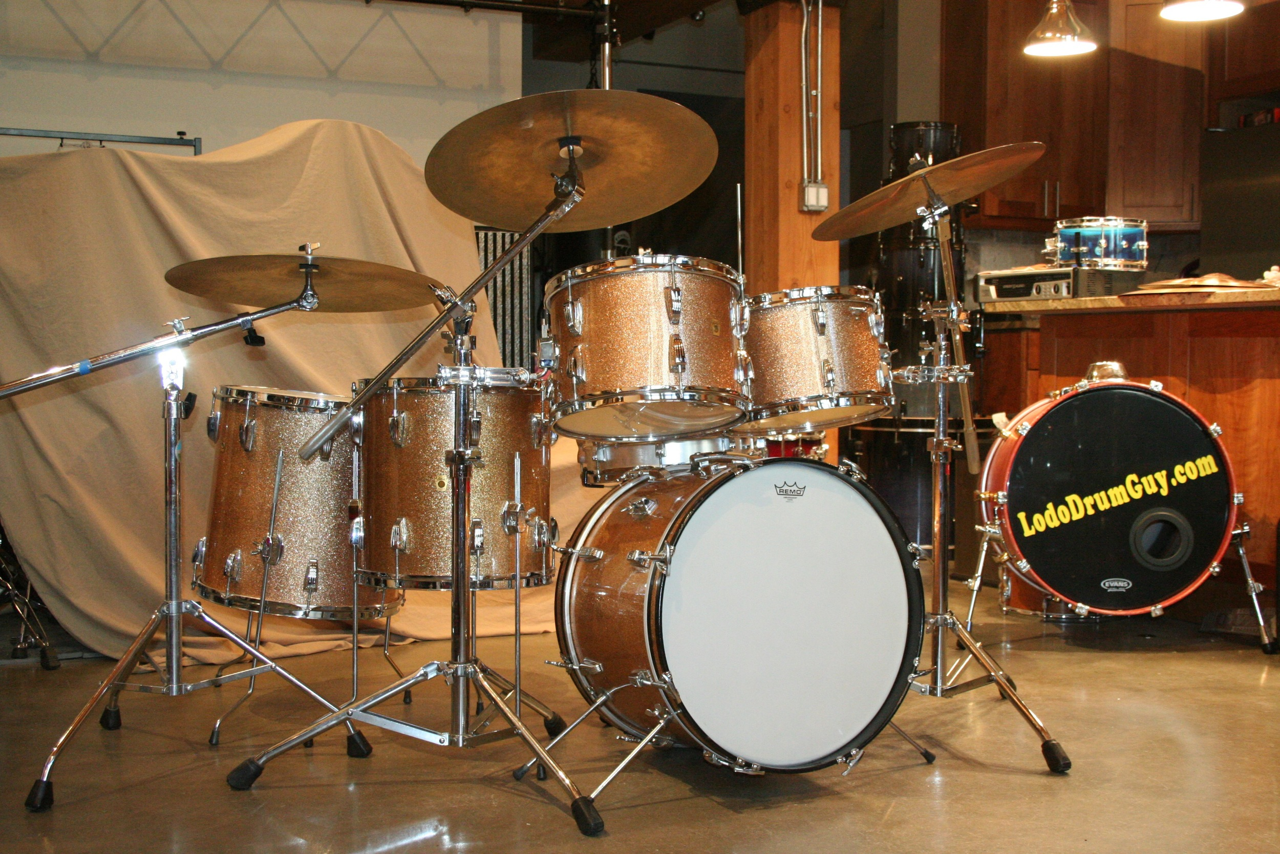Vintage 1965 Ludwig Super Classic in Champagne Sparkle