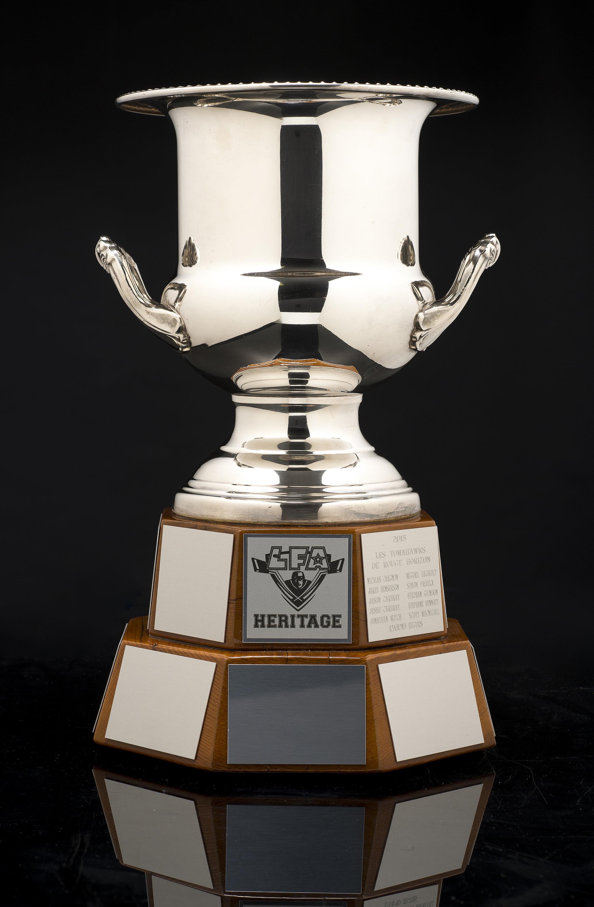 La coupe Heritage , disign et fabrication par Totem Urbain, fière partenaire de la LFA depuis ses débuts (photo bruno petrozza)
