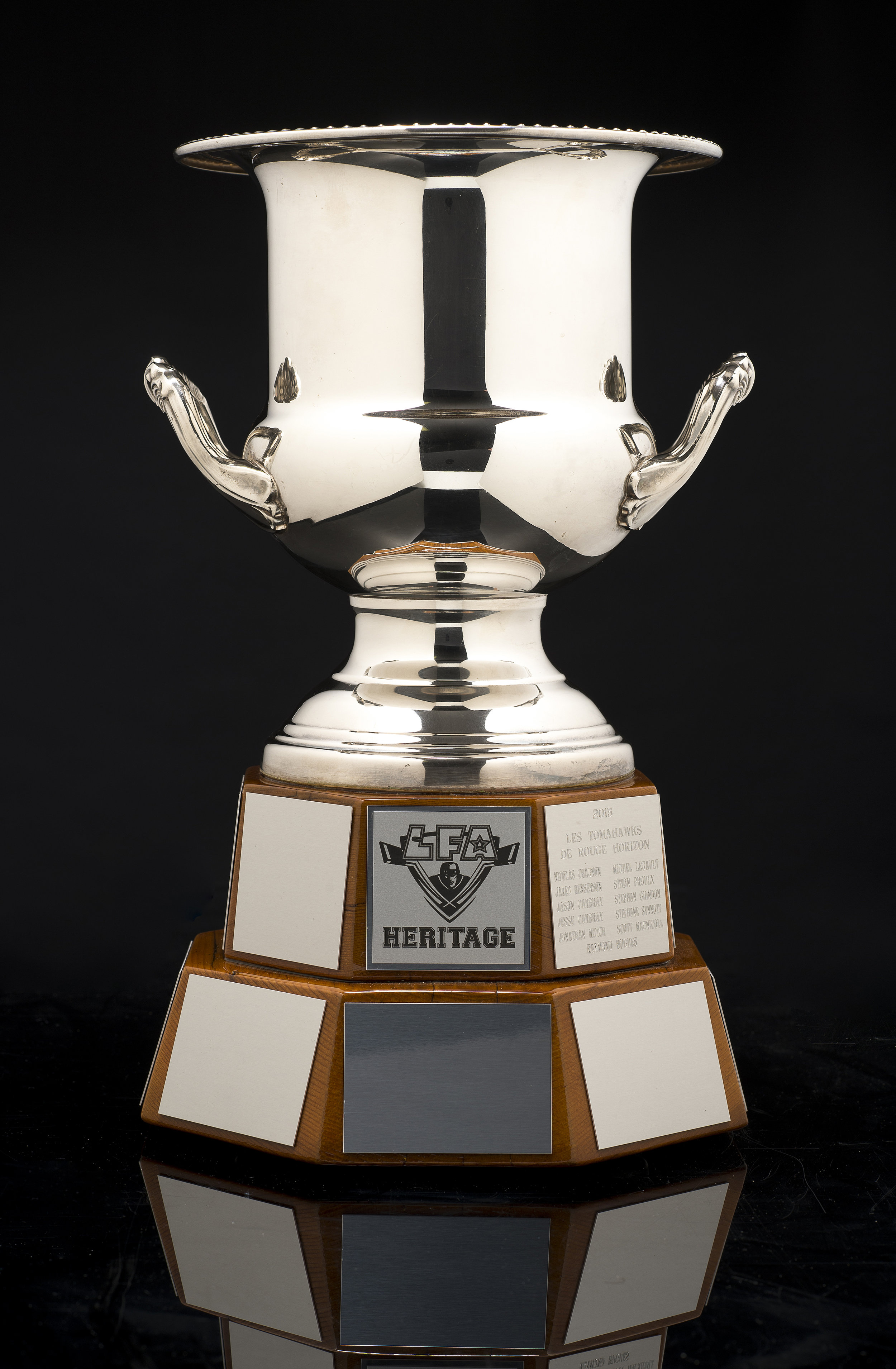 la coupe héritage pour les gagnants de la saison d'été (photo bruno petrozza)