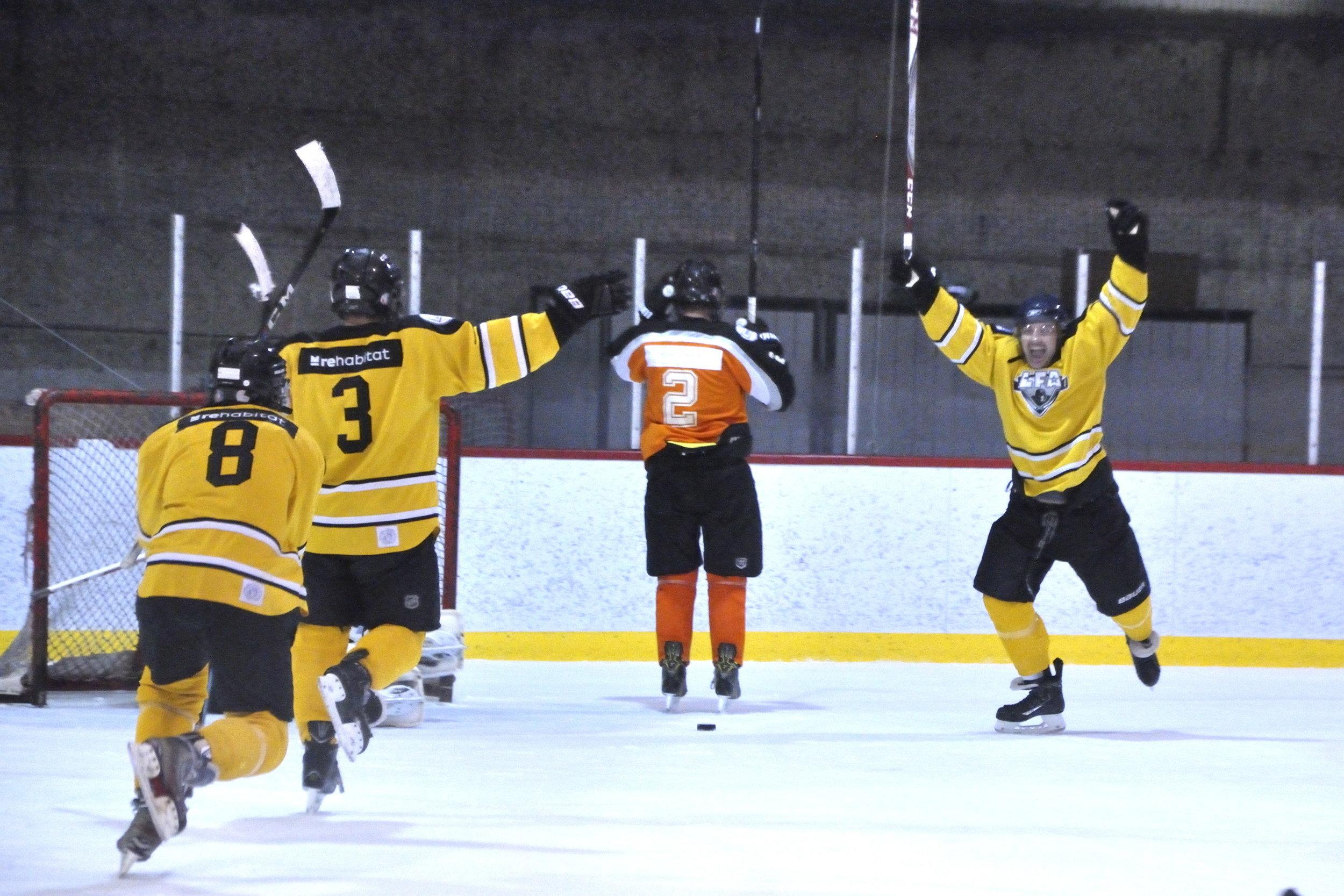 patrick turcotte des rebels a égalisé le score avec 53 secondes à faire dans le match (photo lisette nepveu)