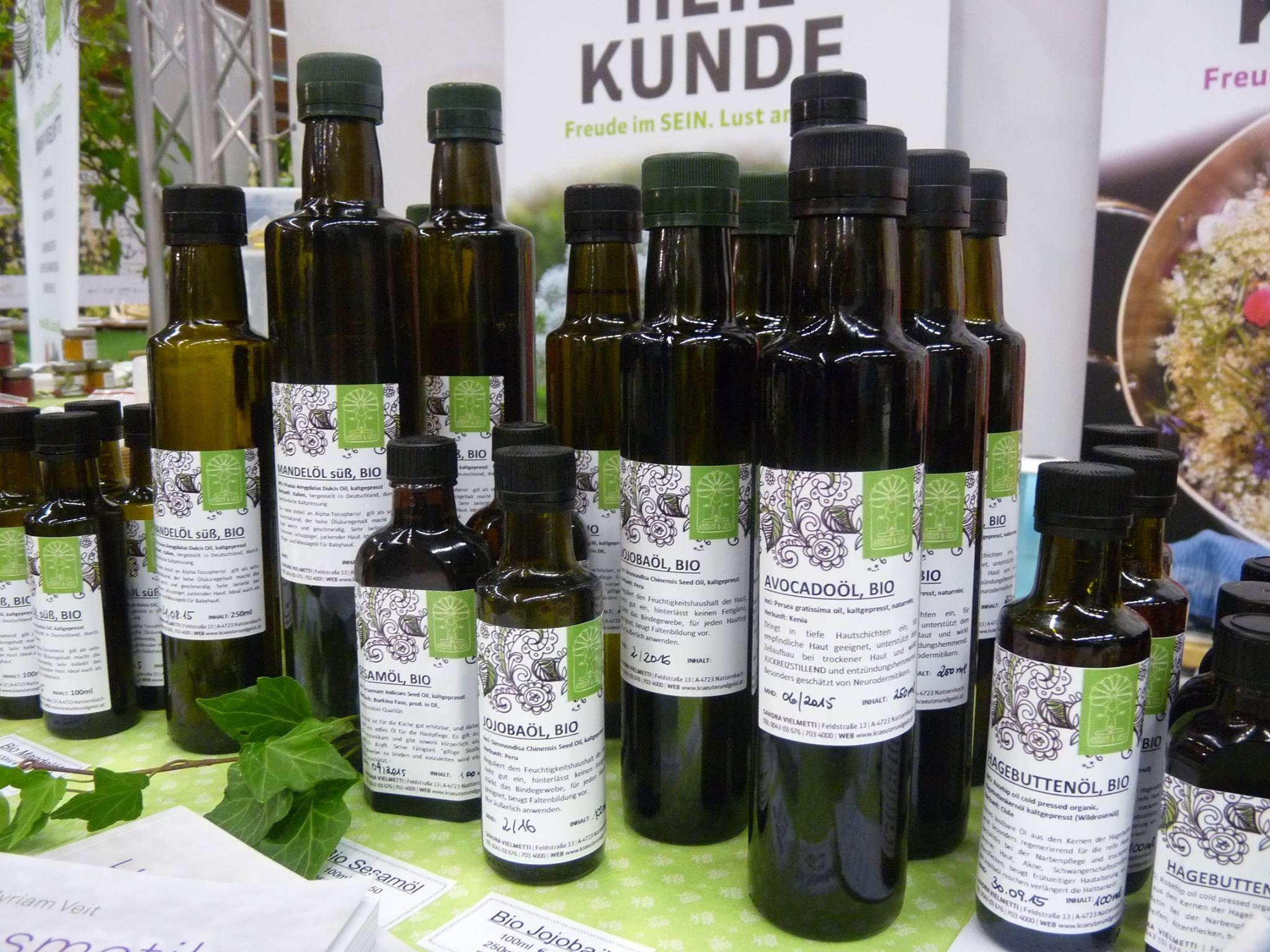 Sandras Bioöle findet man nur in Glasflaschen