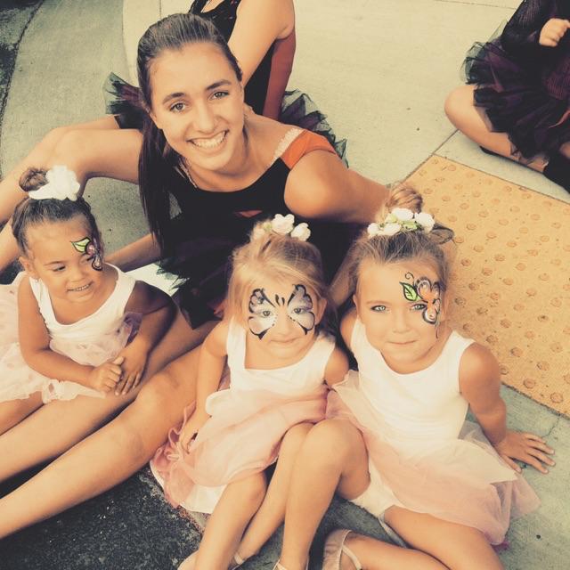 Teacher Hannah and the Hewett Dancers!