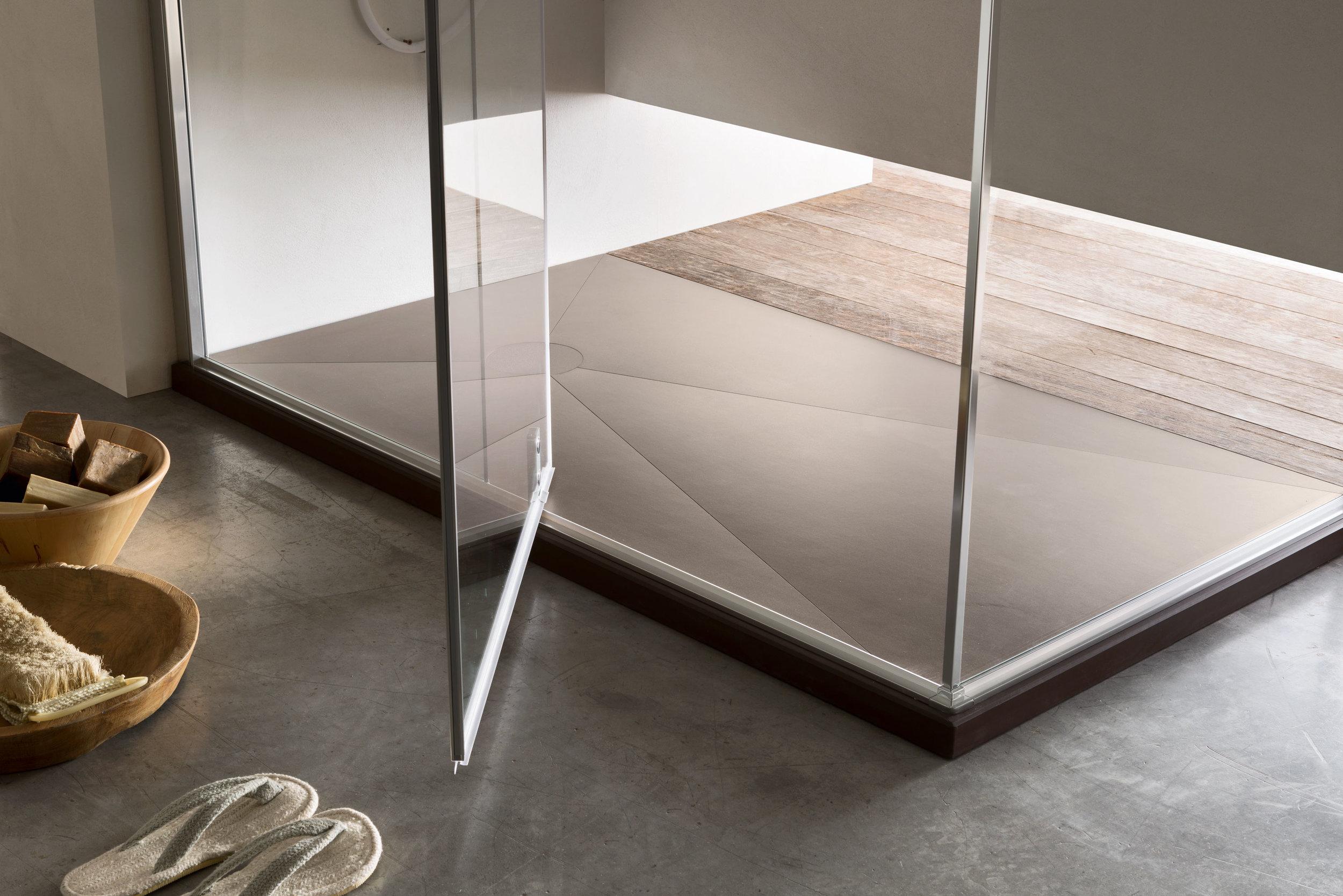 LAMINAM/GRES* - Il fascino del laminam e del gres in diverse colorazioni, per un piatto minimale di grande effetto. Le diverse finiture, semplici o ricercate, sono abbinabili ai piani top dell'arredo bagno.