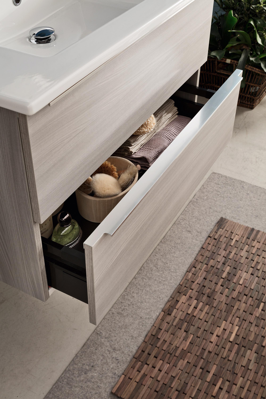 Maniglia esterna - 7 maniglie esterne in diverse finiture tra alluminio, colore e brill, e forme che si adattano ai gusti più esigenti, per composizioni sempre di tendenza.