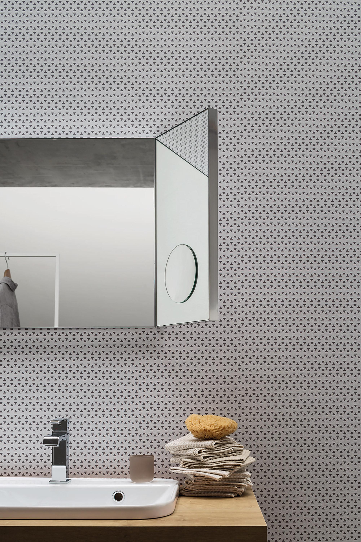 Ala orientabile - Pratica ed elegante, l'ala orientabile permette di muovere lo specchio ingranditore nello spazio, assicurando una visione perfetta.